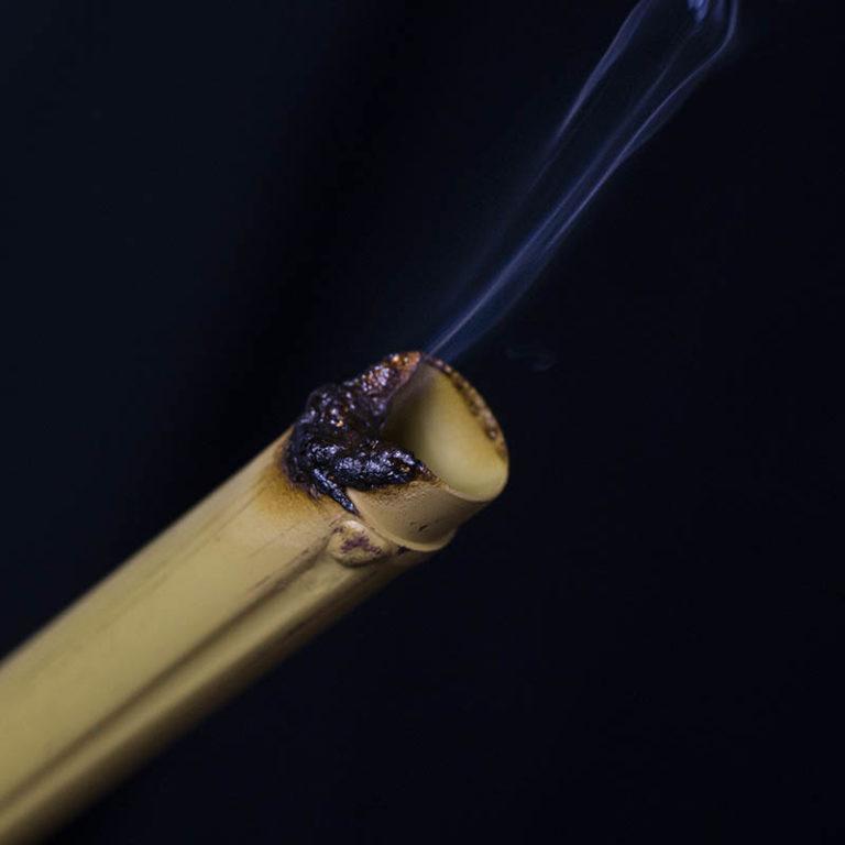 Cột tre chống cháy - OneThatch