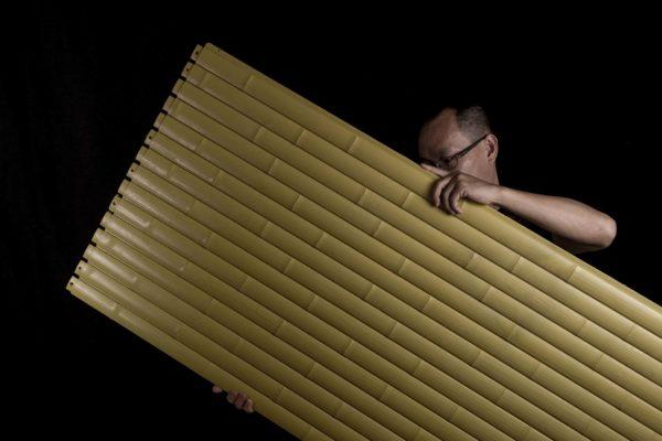 人工わらぶき屋根と竹-OneThatch