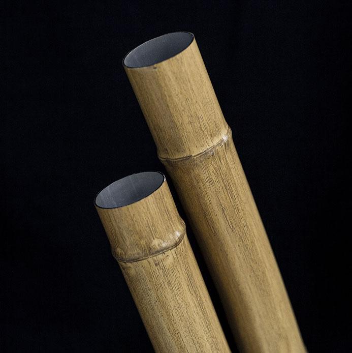 Textura e tons de alumínio e bambu - OneThatch